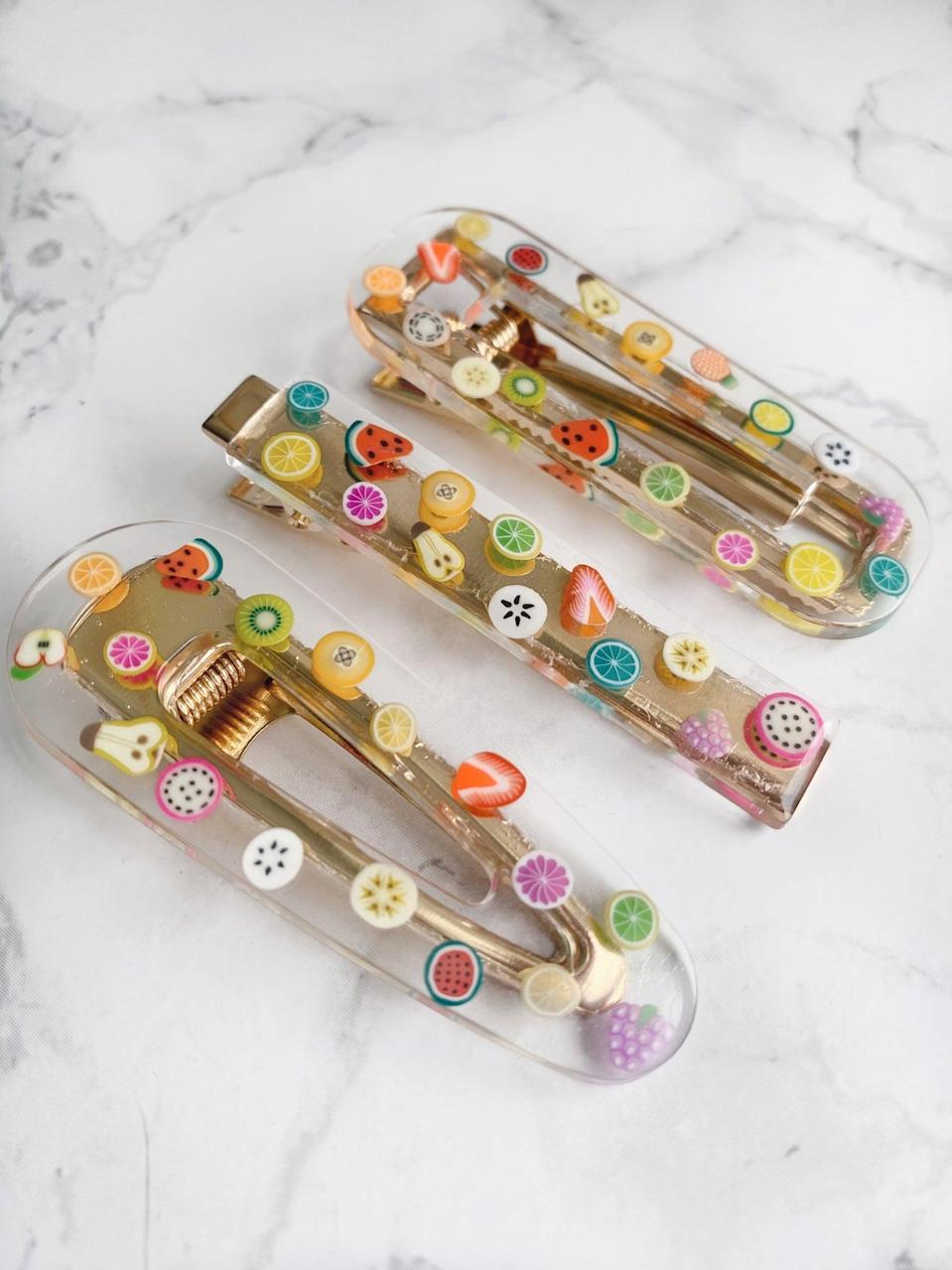 <p>How cute are these <span>Resin Hair Clips</span> ($4 each)?.</p>