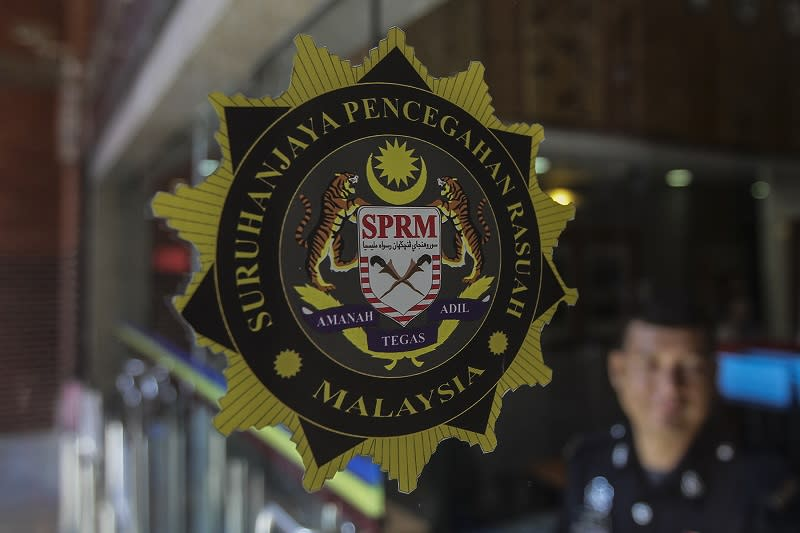 MACC has remanded a deputy director with a 'Datuk' title and six other administrative and diplomatic staff attached to the Prime Minister's Department over the missing GE14 funds. — Picture by Yusof Mat Isa