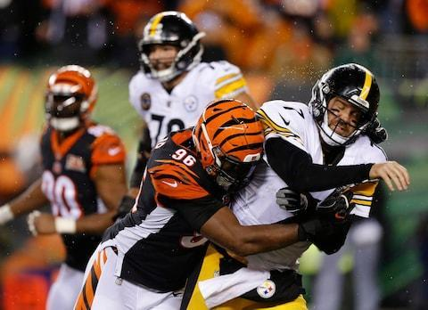 <span>Carlos Dunlap hits Steelers quarterback Ben Roethlisberger</span> <span>Credit: AP Photo/Gary Landers </span>