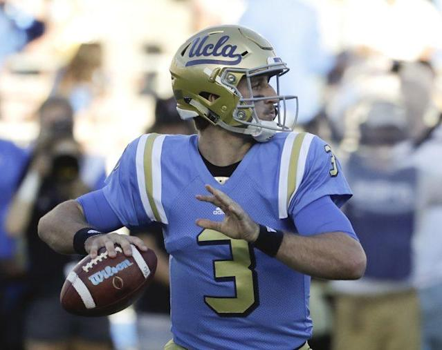 """UCLA QB <a class=""""link rapid-noclick-resp"""" href=""""/ncaaf/players/252449/"""" data-ylk=""""slk:Josh Rosen"""">Josh Rosen</a> returned to the field Tuesday after getting injured in 2016. (AP)"""