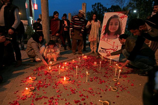Members of Civil Society light candles and earthen lamps to condemn the rape and murder of Zainab Ansari in Kasur. Jan. 11, 2018.