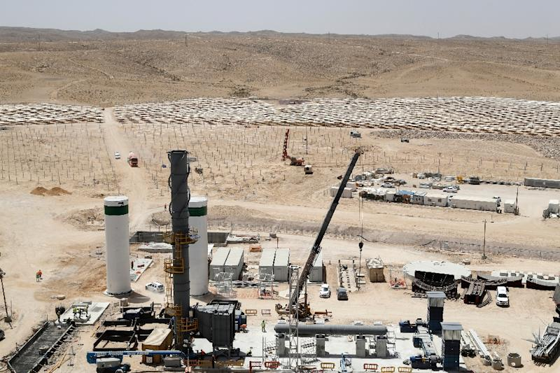 Construction of the Ashalim solar tower, costing an estimated 500 million euros, is being financed by US firm General Electric, with France's Alstom and Israeli private investment fund Noy also involved (AFP Photo/Jack Guez)