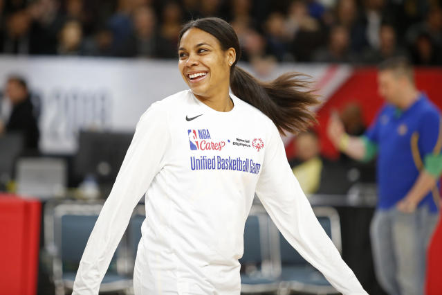 "<a class=""link rapid-noclick-resp"" href=""/olympics/rio-2016/a/1176253/"" data-ylk=""slk:Lindsey Harding"">Lindsey Harding</a> smiles before the NBA Cares Unified Basketball Game as part of 2018 NBA All-Star Weekend. The former Duke standout and No. 1 overall WNBA draft pick will reportedly join the <a class=""link rapid-noclick-resp"" href=""/nba/teams/phi"" data-ylk=""slk:Philadelphia 76ers"">Philadelphia 76ers</a> as a full-time NBA scout. (Getty)"