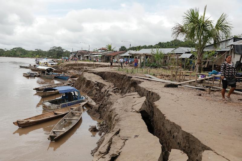 A crack in the ground caused by a quake in Puerto Santa Gema, on the outskirts of Yurimaguas, in the Amazon region, Peru on May 26, 2019 (AFP Photo/GUADALUPE PARDO)