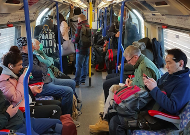 Tube trains in London continued to be busy on Monday morning. (@duckpilotuk/Twitter)