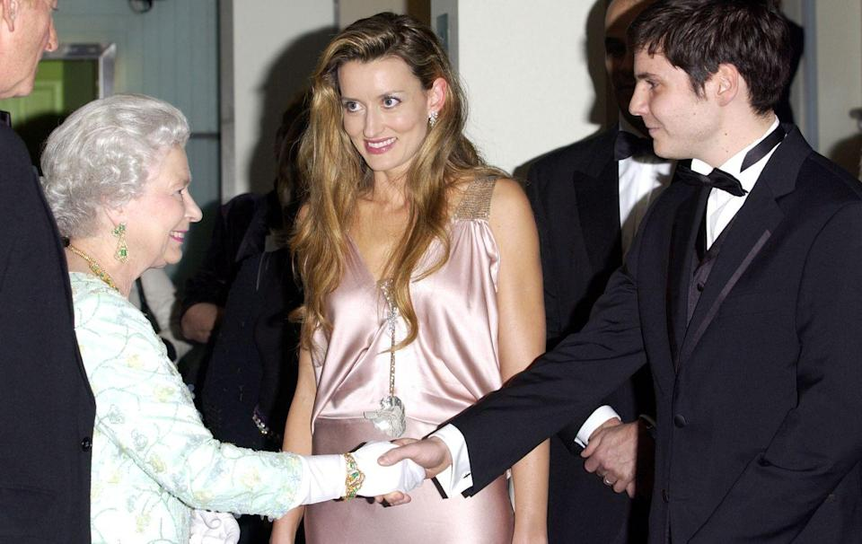 <p>While attending the premiere of <em>The Truman Show, </em>actress Natascha McElhone chatted with Queen Elizabeth while wearing a slinky, pink silk dress.</p>