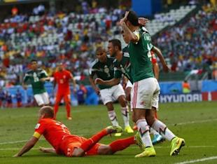 Arjen Robben (L) of the Netherlands is fouled in the penalty area against Mexico. (REUTERS)