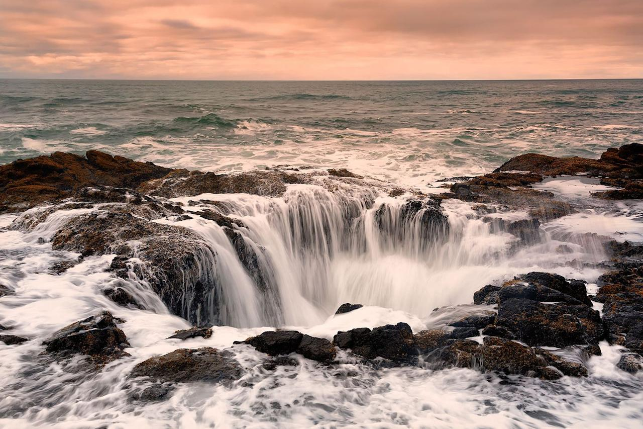 <p>Water pours into the mysterious sinkhole known as Thor's Well in Cape Perpetua, Oregon //  Date unknown</p>