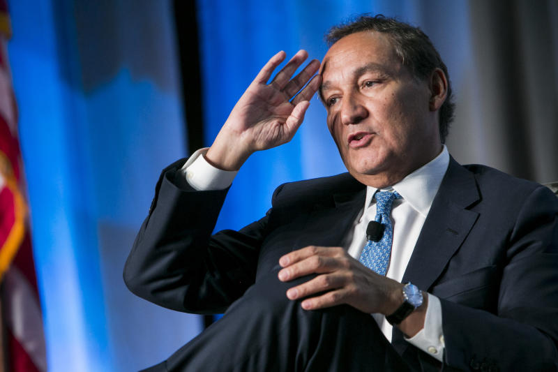 United Airlines CEO Oscar Munoz Won't Be Promoted to Chairman After All