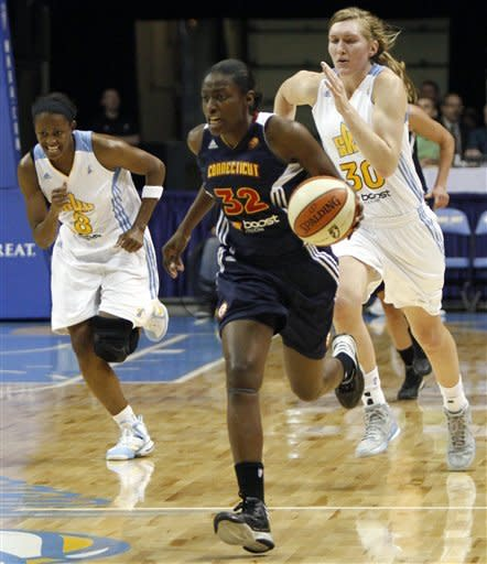 Connecticut Sun's Kalana Greene (32) takes the ball up the court ahead of Chicago Sky defenders during the first half of a WNBA basketball game on Tuesday, Aug. 28, 2012, in Rosemont, Ill. (AP Photo/Sitthixay Ditthavong)