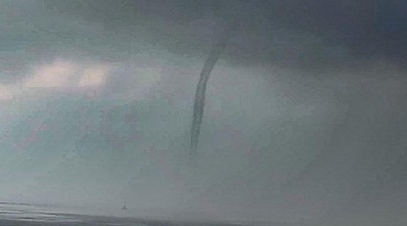 Rare and Intense Water-Tornado Spotted off Mumbai's Coast, What Is Waterspout? Is It Dangerous? Know Everything About Water-Tornadoes (View Pic)