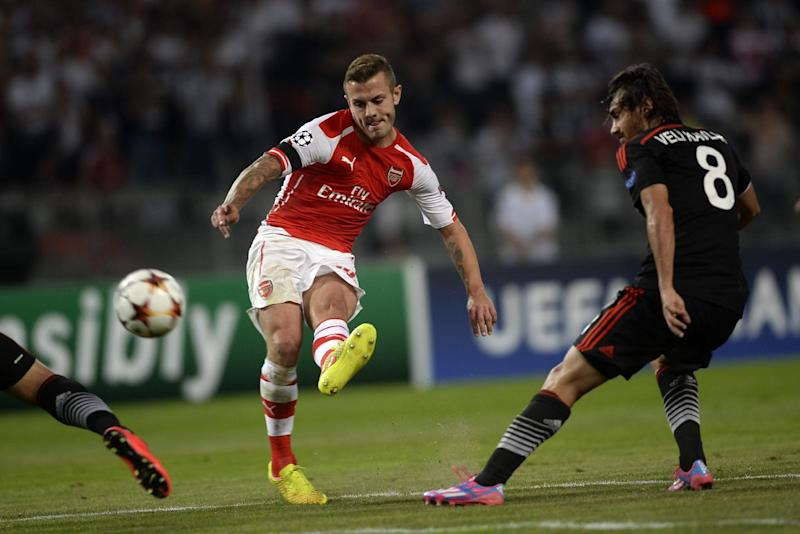 Arsenal's Jack Wilshere (C) kicks the ball during a UEFA Champions League play-off match against Besiktas in Istanbul, August 19, 2014 (AFP Photo/Bulent Kilic)