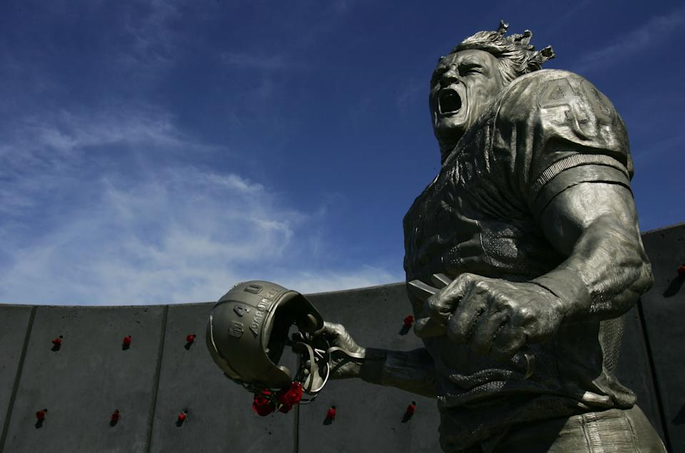 Pat Tillman, who was killed in Afghanistan in 2004 after quitting the NFL's Arizona Cardinals to join the U.S. Army Rangers, was honored with a statue outside the State Farm Stadium before the game between the Arizona Cardinals and the Dallas Cowboys November 12, 2006 in Glendale, Arizona. (Photo by Robert Laberge/Getty Images)