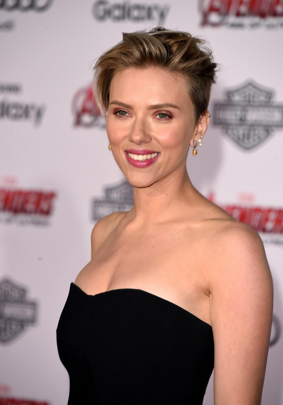 <p>Scarlett Johansson is another blonde bombshell who cut-off all her locks, opting for a funky choppy do. [Photo: Getty] </p>