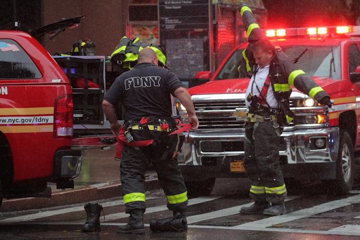New York City firefighters suit up at the scene after a helicopter crashed atop a building and caused a fire in the Manhattan borough of New York, New York, June 10, 2019. (Photo: Brendan McDermid/Reuters)