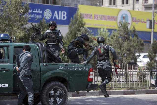 <p>Afghan security personnel arrive at the site of suicide bombing in Kabul, Afghanistan, Tuesday, Aug. 29, 2017. (Photo: Rahmat Gul/AP) </p>