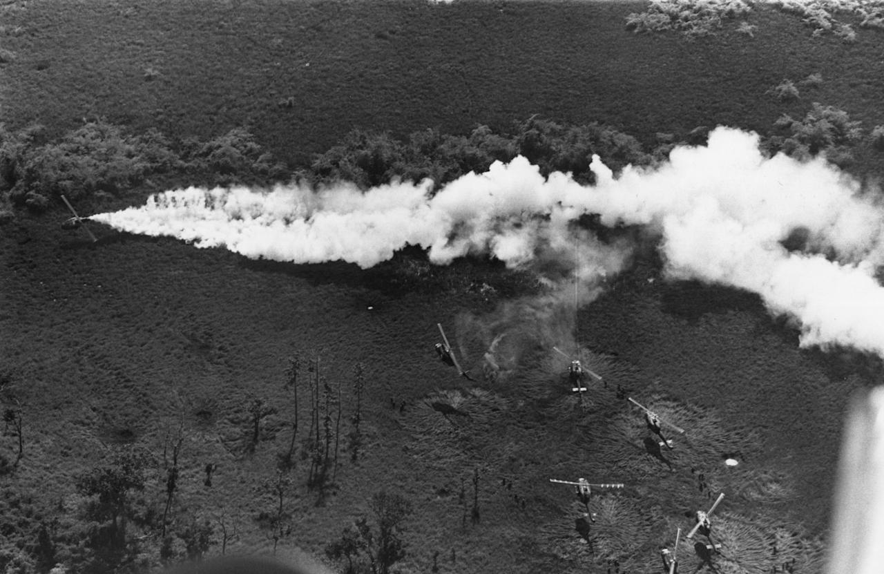 <p>American helicopters in action against the Vietcong. (Photo: Terry Fincher/Daily Express/Hulton Archive/Getty Images) </p>