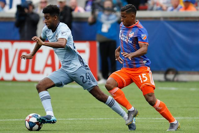 "Former Arsenal prospect <a class=""link rapid-noclick-resp"" href=""/soccer/players/374487/"" data-ylk=""slk:Gedion Zelalem"">Gedion Zelalem</a> is in his first season with Sporting Kansas City. (John Minchillo/AP)"