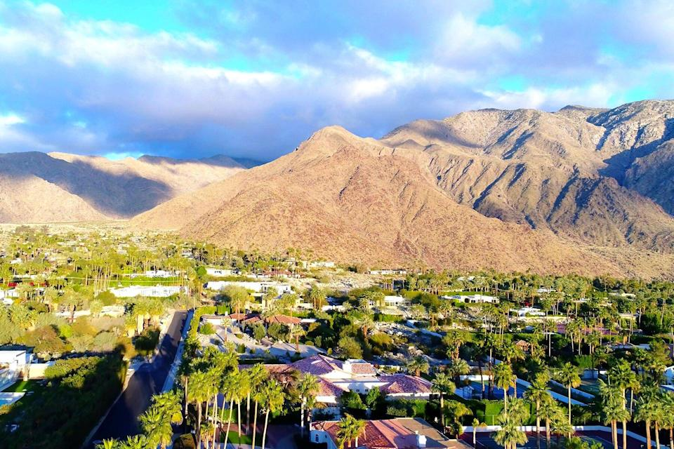 An aerian view of Palm Spring with the mountains in background