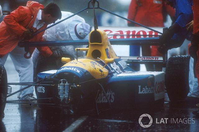 "Marshalls get Nigel Mansell's Williams FW14 Renault chassis off the track after his crash into the wall, when he aquaplaned on lap 16 <span class=""copyright"">Motorsport Images</span>"