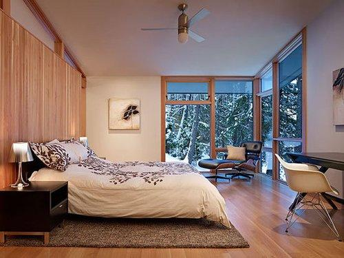 Mountain retreats, like this Washington state vacation home, are all about comfort and ease. Opt for an easy-to-make duvet cover in lieu of a more formal bedding arrangement. A fluffy down duvet will also keep you cozy on cold Winter nights. Source: DeForest Architects