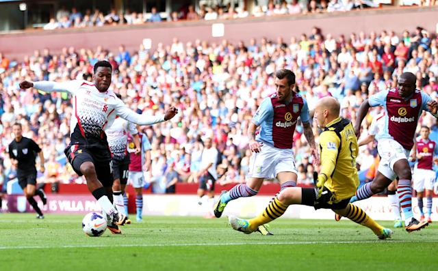 BIRMINGHAM, ENGLAND - AUGUST 24: Daniel Sturridge of Liverpool rounds goalkeeper Brad Guzan of Aston Villa to score the opening goal during the Barclays Premier League match between Aston Villa and Liverpool at Villa Park on August 24, 2013 in Birmingham, England. (Photo by Michael Steele/Getty Images)