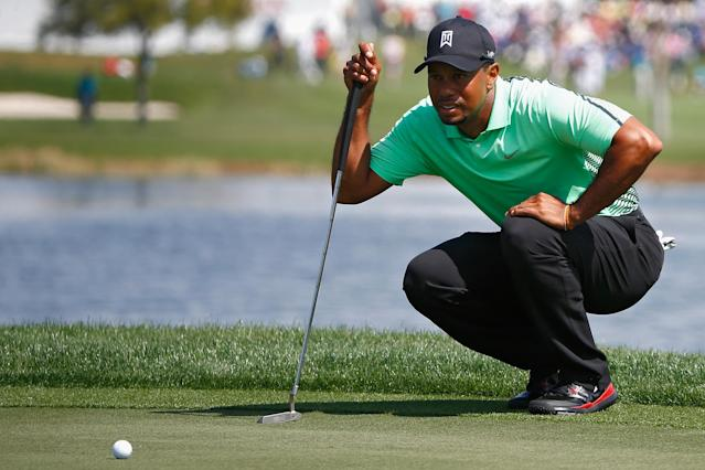 Tiger Woods lines up a shot during the second round of The Honda Classic at PGA National Resort and Spa on February 28, 2014 in Palm Beach Gardens, Florida (AFP Photo/Sam Greenwood)