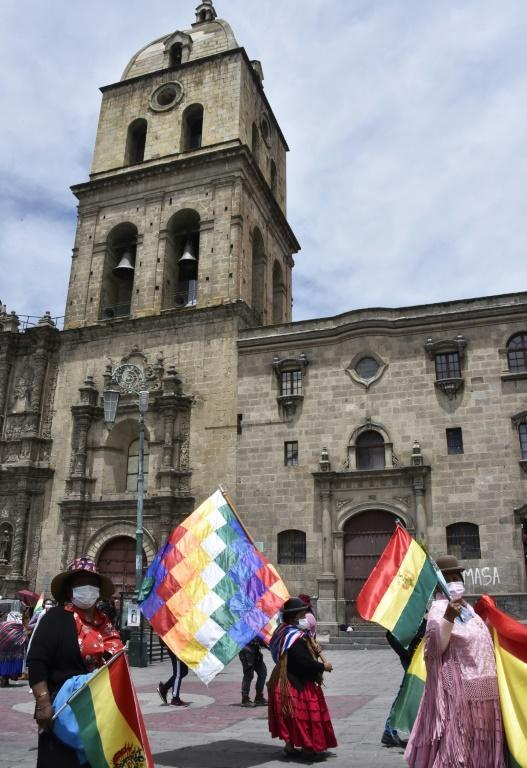 Bolivian workers take part in a demonstration against the government, which they accuse of 'polital persecution' (AFP/AIZAR RALDES)