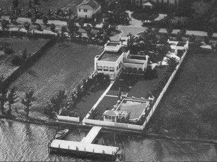 <p><i>An aerial view of Capone's Miami Beach property in the 1930s. He was here when seven mobsters from Capone's rival gang, headed by Bugs Moran, were murdered, execution-style, in Chicago in St. Valentine's Day Massacre.<i> (Photo: Famous Trials by Douglas O. Linder)</i><br></i></p>