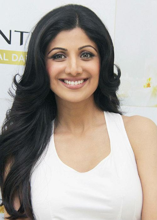 <b>Shilpa Shetty (Dangerously curved)</b><br> Shilpa has the height, figure and lustrous mane, but her eye brows are way to above her eyes. The gap between her eyes and eyebrows is quite disturbing. Thicker eyebrows might suit her better, we feel!
