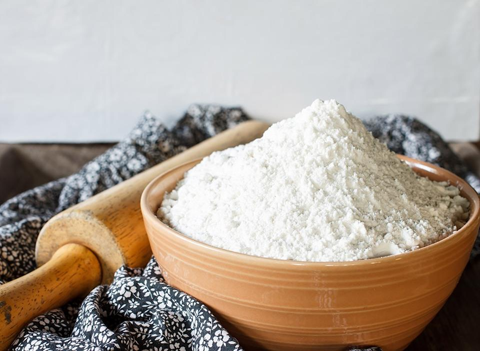 White flour and rolling pin