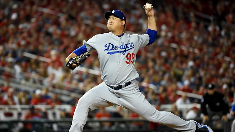 The Toronto Blue Jays have officially signed Hyun-Jin Ryu. (Will Newton/Getty Images)