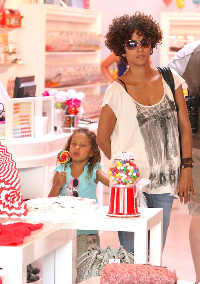 After their work was done, the 45-year-old actress treated Nahla with a trip to a candy shop, where the little girl picked out a big lollipop. Willy Wonka would be proud. (7/25/2012)