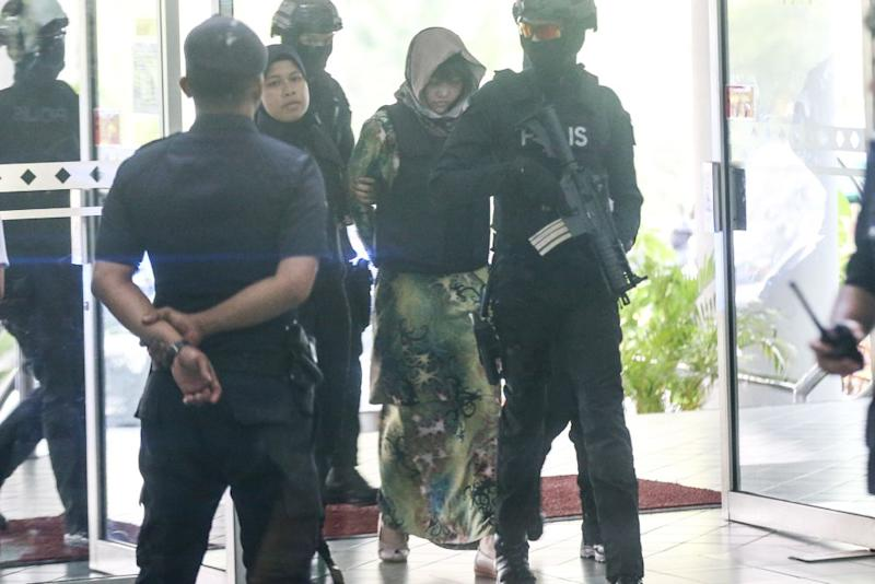 Vietnamese national Doan Thi Huong, who is on trial for the killing of Kim Jong-nam, is escorted by police as she arrives at the Shah Alam High Court August 16, 2018. — Picture by Ahmad Zamzahuri