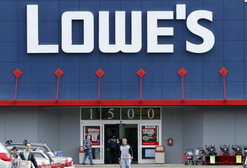 Lowe's 4Q net income tops expectations