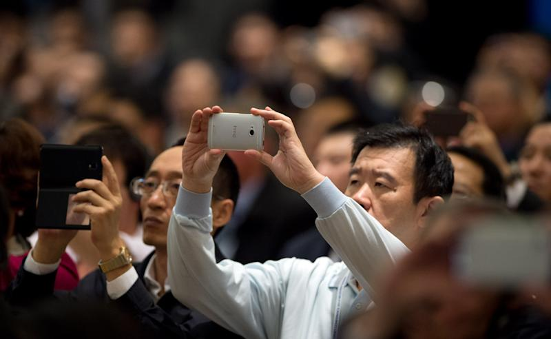 Visitors use their smartphones to record a speech by Jack Ma, founder of Alibaba, as he speaks at the opening ceremony of the World Internet Conference in Wuzhen, November 19, 2014 (AFP Photo/Johannes Eisele)