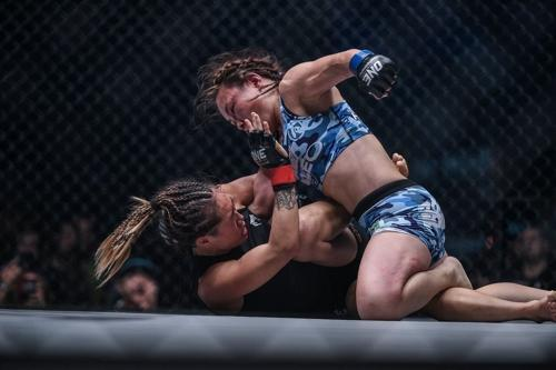 Mei Yamaguchi punching Angela Lee at ONE Unstoppable Dreams
