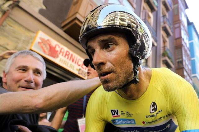 Movistar's Spanish rider Alejandro Valverde is greeted by cycling fans on April 8, 2017 after the last day of the 2017 Tour of the Basque country (AFP Photo/CESAR MANSO)