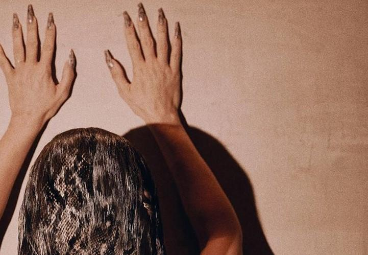 Kim Kardashian's followers spotted the tips of her fingers in her hair in the picture. (Kim Kardashian/Instagram)