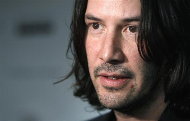"""Keanu Reeves attends a screening of """"The Private Lives of Pippa Lee"""" in New York November 15, 2009."""