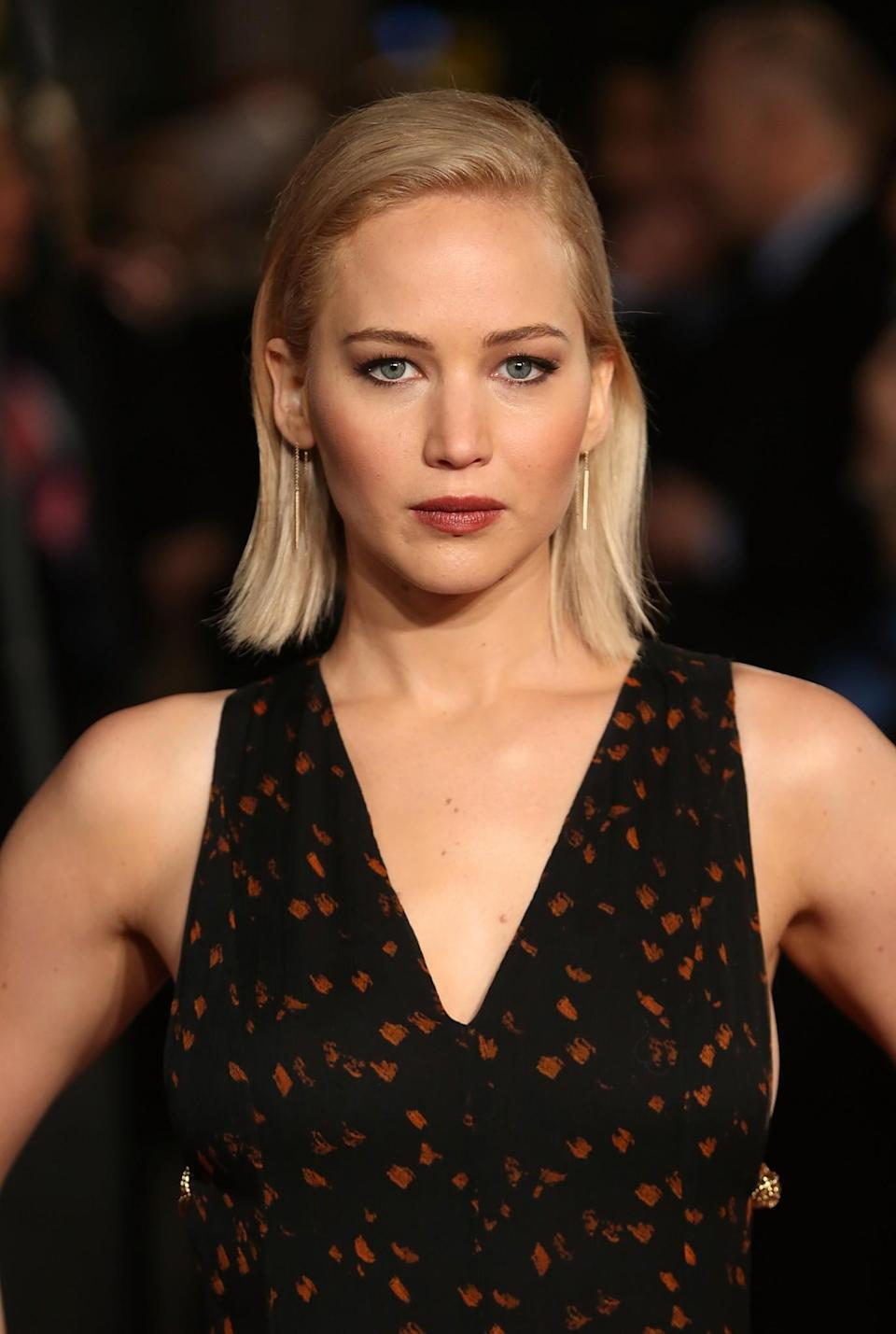 <p>Jennifer took to the red carpet at the London premiere of 'The Hunger Games: Mockingjay Part 2' with a fierce look. Her short 'do was straightened and tucked behind the star's ears, which resulted in a striking finishing look. [Photo: Getty] </p>