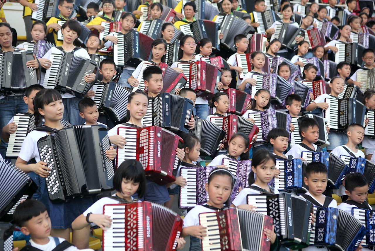 <p></p><p>More than 2,000 people gather at the Xixiang Sports Centre in South China's Guangdong province in an attempt to break the Guinness World Record for the largest accordion ensemble. (Rex Features) </p><p></p>