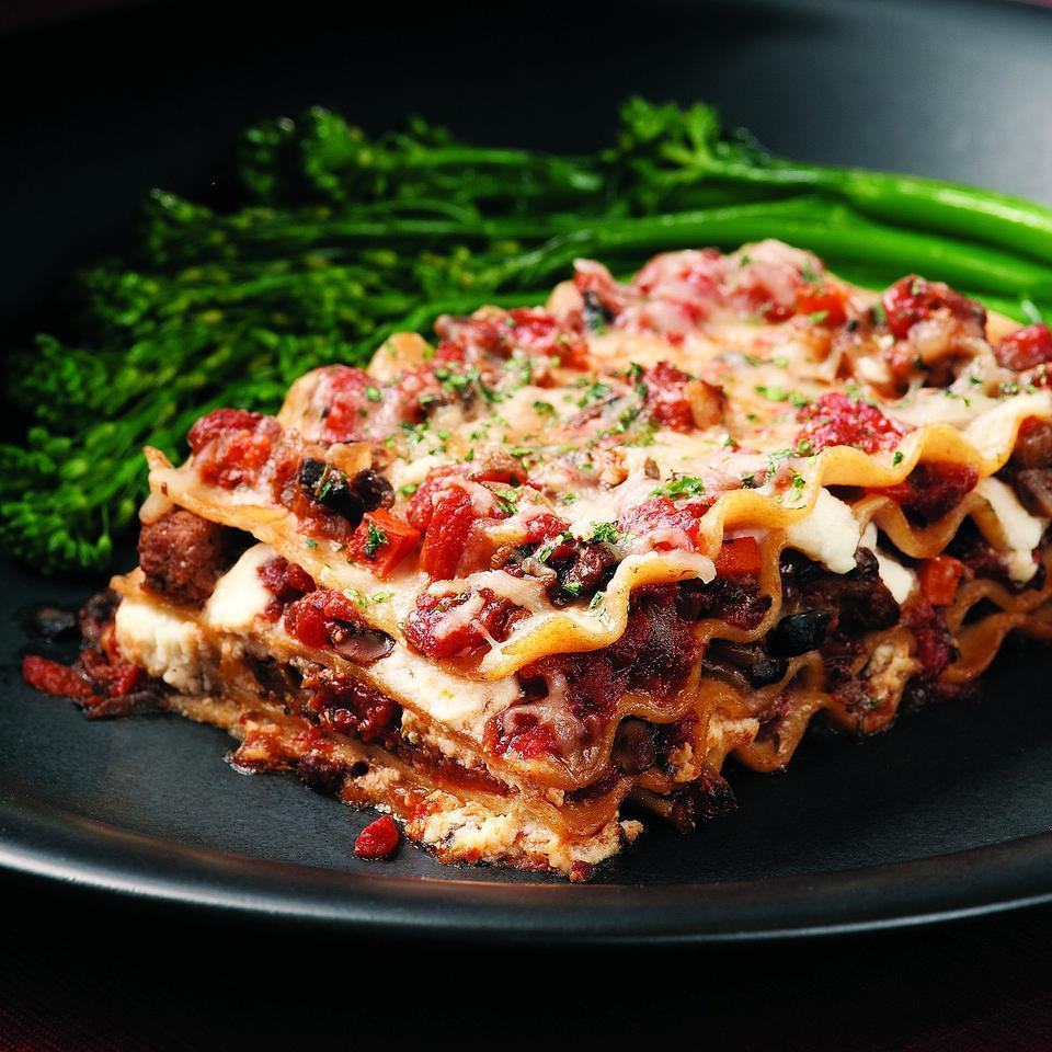 <p>Here's an old-fashioned meat-and-cheese lasagna made lighter. Whole-wheat lasagna noodles taste great in this recipe, plus they help boost the fiber to 9 grams, which is more than a third of the recommended daily intake and especially good news for a healthy heart.</p>