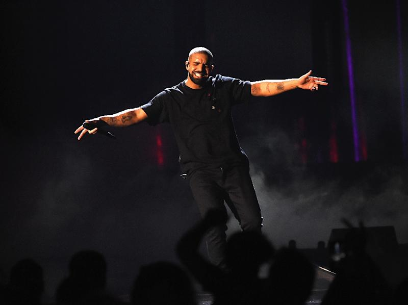 Drake Smashes Apple Music Record With 1 Billion