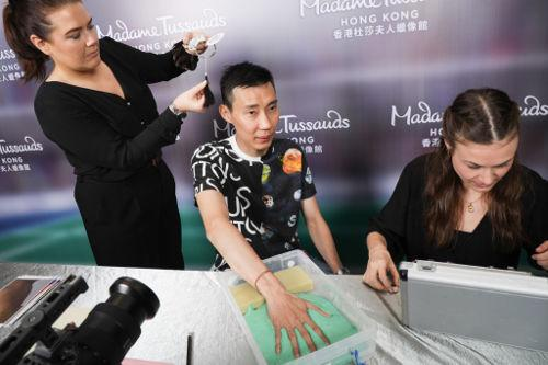 Lee Chong Wei making a cast of his hand as the team recorded every detail meticulously.