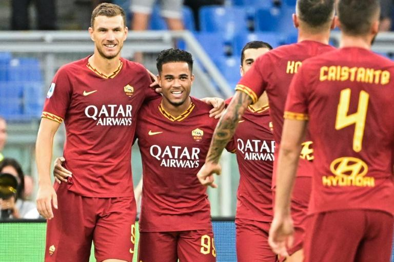 AS Roma's Dutch forward Justin Kluivert (2ndL) celebrates with Bosnian Edin Dzeko (L) after scoring his team's fourth goal against Sassuolo. (AFP Photo/Vincenzo PINTO)