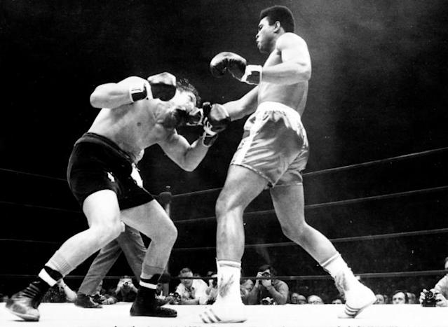 Ali, seen here against Argentina' boxer Oscar Bonavena, fought for the last time in 1981 (AFP Photo/-)