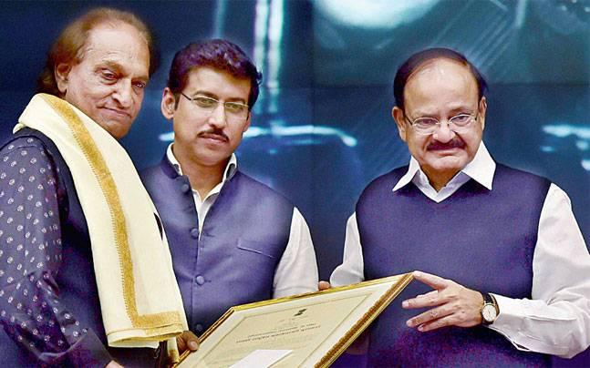Venkaiah Naidu confers lifetime achievement award on Magnum photographer Raghu Rai