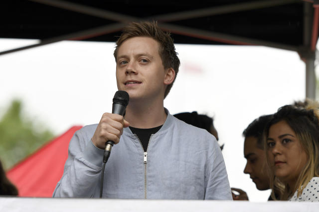 Owen Jones speaks to the crowd during the anti-Trump protest in London. (Photo by Andres Pantoja / SOPA Images/Sipa USA)
