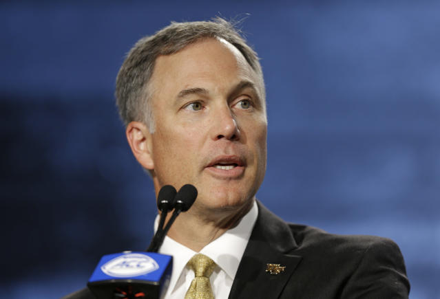"""Wake Forest head coach Dave Clawson says he wasn't the coach that anonymously called out <a class=""""link rapid-noclick-resp"""" href=""""/ncaaf/players/254458/"""" data-ylk=""""slk:Lamar Jackson"""">Lamar Jackson</a>. (AP Photo/Chuck Burton)"""